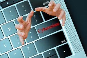 Bescherm je tegen cybercrime. Pas voor phishingmails en misbruik van oude onbeschermde websites